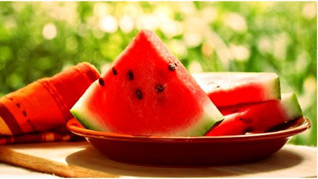 5 Manfaat Makan Biji Semangka Untuk Kesehatan Tubuh